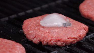 glaçon sur la viande hachée