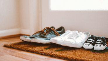chaussures à la porte